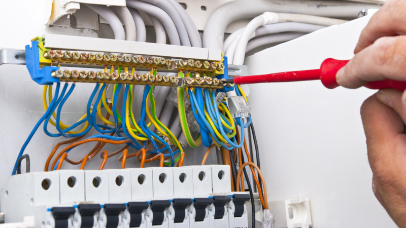 choose the right commercial electrician for your business